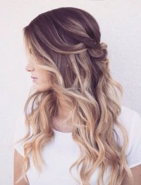 34 Beautiful Wedding Hairstyles With Curls - Weddingomania