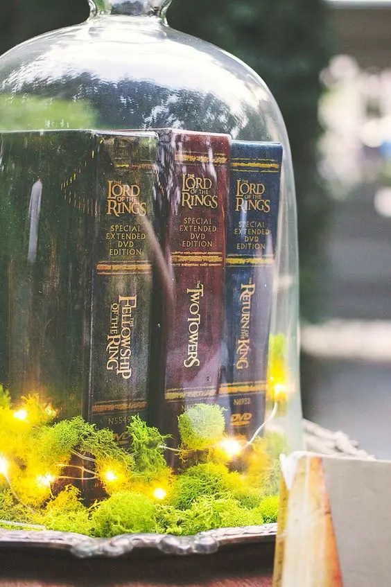 Hay Tray Table 27 Lord Of The Rings Inspired Wedding Ideas - Weddingomania