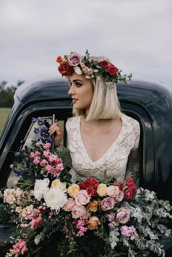 a lush and colorfil bouquet and a matching crown with mauve, red and blush blooms