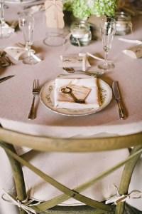 44 Beautiful Barn Wedding Table Settings - Weddingomania