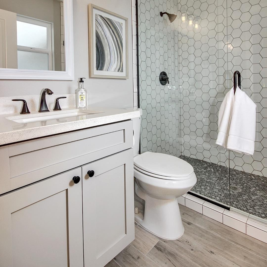Trend Alert Bathrooms With Black White Hexagons