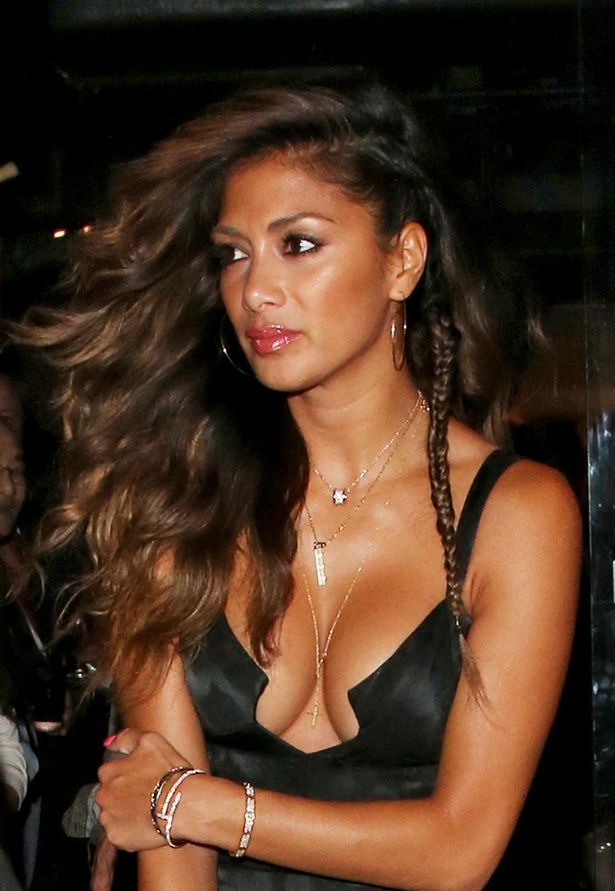 Beautiful Punjabi Girl Wallpaper Nicole Scherzinger Flaunts Major Cleavage In Plunging