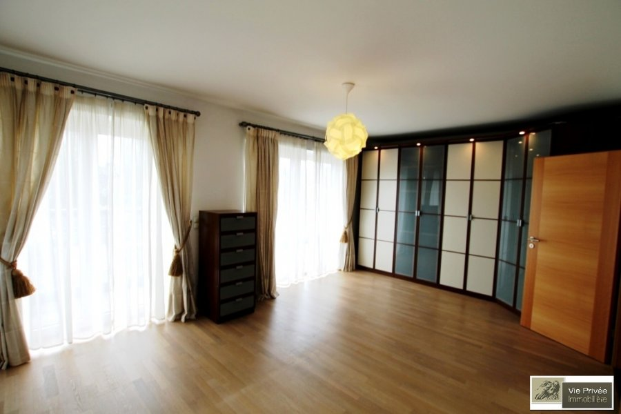 ▷ Penthouse to rent \u2022 Luxembourg-Limpertsberg \u2022 140 m² \u2022 3,00
