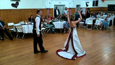 Funny wedding first dance - YouTube