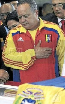 """Diosdado Cabello """"acompaño"""" a Chávez cuando anuncio que debía someterse a otra operación en Cuba y nombro como su heredero político a Nicolás Maduro."""