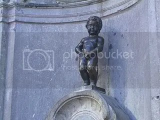 pee pee statue