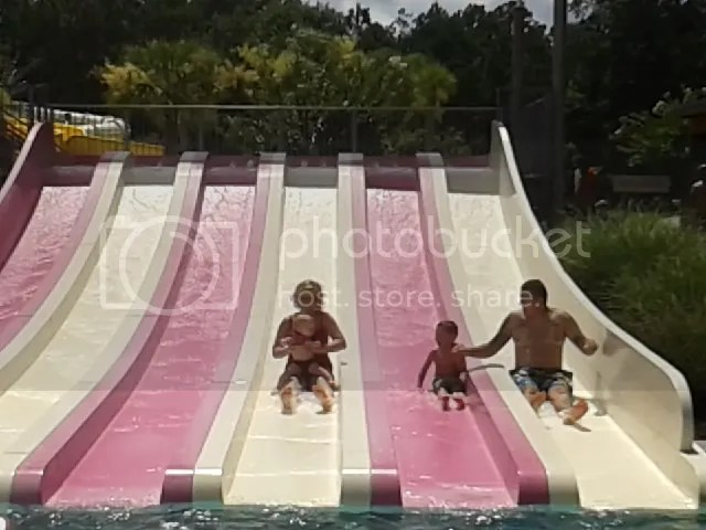 Mom to Mom: Water Park Tips from MommyJustine - Guestpost at Palmettosand Pigtails.com