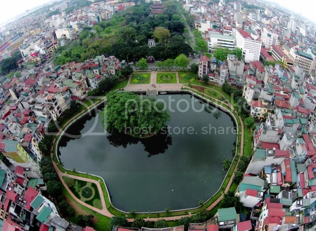 Hồ Văn trước cửa Văn Miếu. Đây cũng là di tích nằm trong quần thể kiến trúc Văn Miếu - Quốc Tử Giám.
