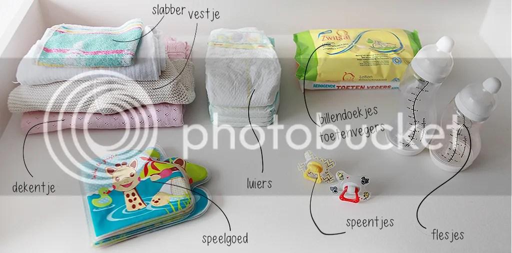 Luiertas, verzorgingstas, luiers, flesjes, speelgoed, slabber, spenen, vestje, deken, toetenvegers, liefkleingeluk, difrax, pampers, difrax speen, sophie de giraf, prenatal, zwitsal, albert heijn, toetenvegers