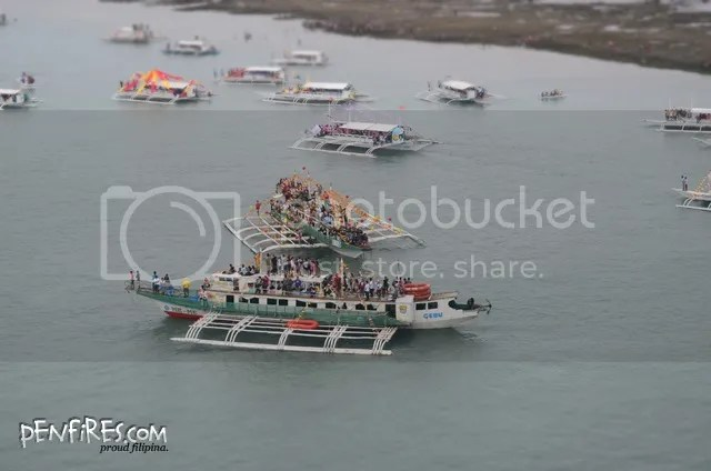 Fluvial parade boats and Sto Nino devotees