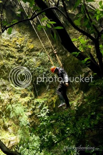 Turun Tebing Menggunakan Tali - Goa Jomblang