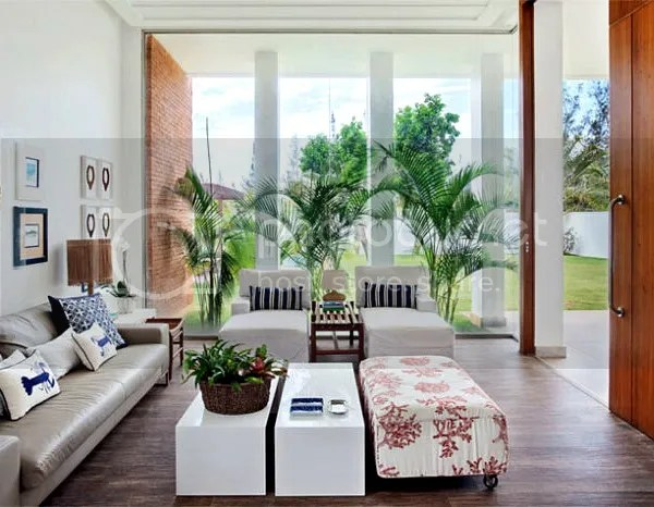 beach home rio de janeiro | living room with palms