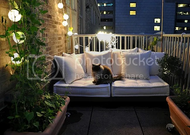 french_mattress_cushions_balcony_shelterness