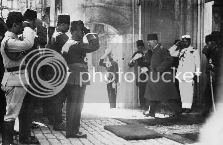 Khalifah terakhir saat meninggalkan Istana