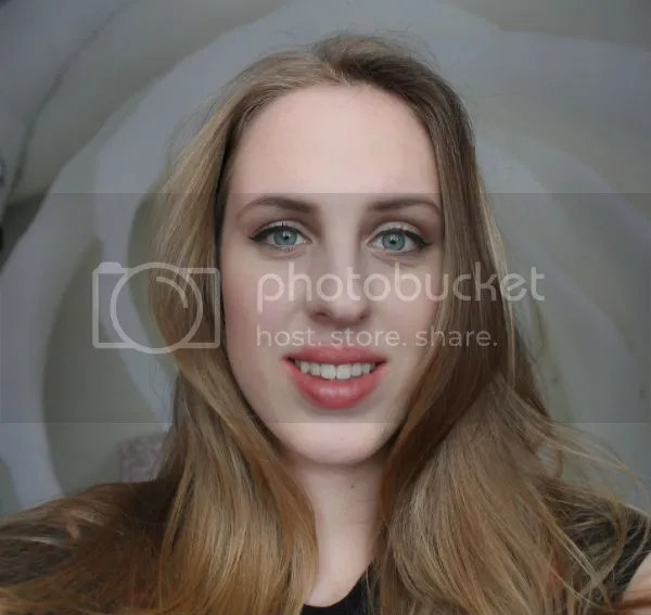 photo red-lipstick-kind-of-girl-nl-christina-look-1_zps5808efbe.jpg