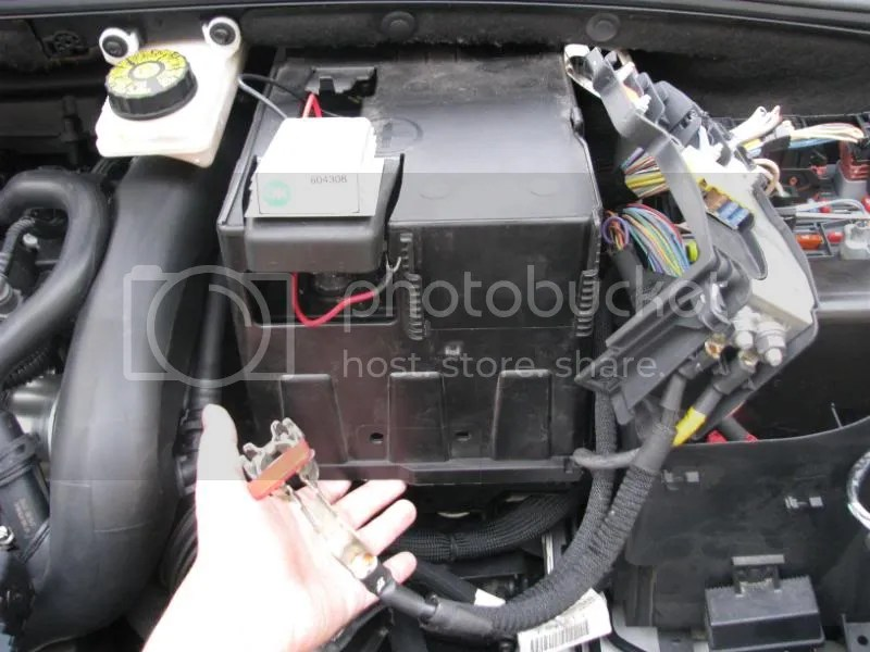 Battery How To Remove The Plastic Housing To Reach It - Peugeot