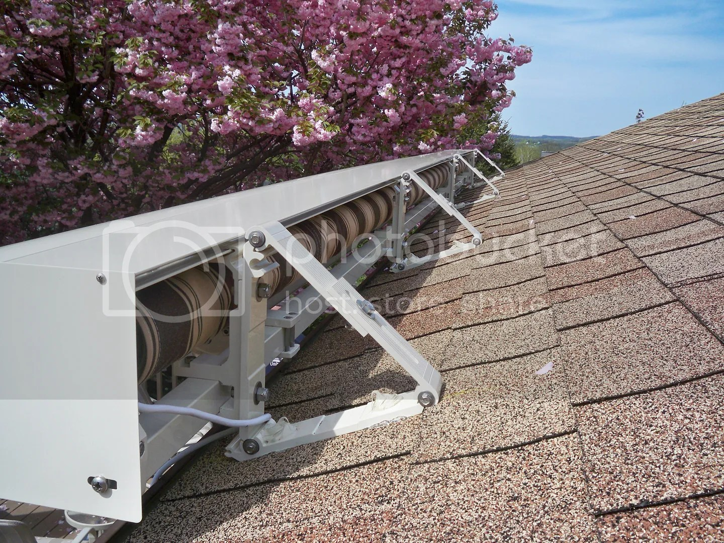 Roof Mount With A Aluminum Hood