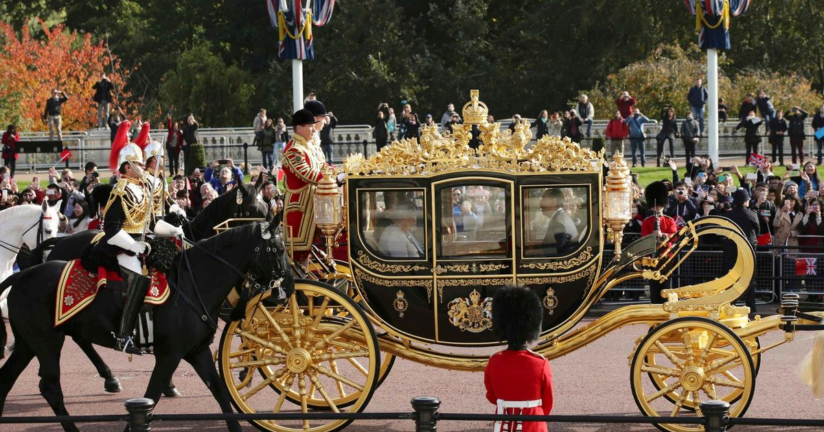Royals Royal Car Wallpaper Trump Insists On Queen S Golden Carriage During Uk State