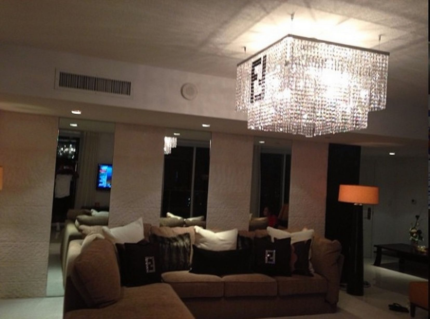 Pics Of Houses Inside Where Does Floyd Mayweather Live Take A Look Inside The