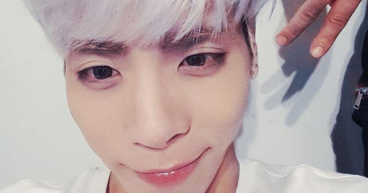 Girl Holding Money Wallpaper How Jonghyun S Family Desperately Tried To Save Him After