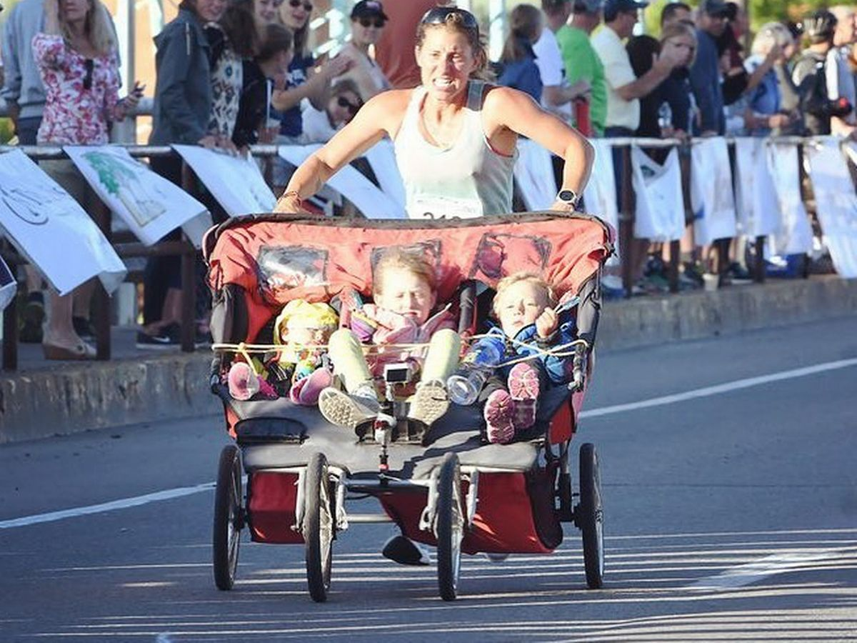 Stroller Car Race Woman Runs Marathon In Three Hours Pushing Three Children In