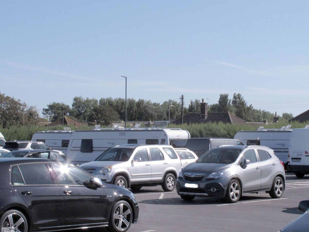S2 Car Parking Large Group Of Travellers Pitch Up At Burnham On Sea Car
