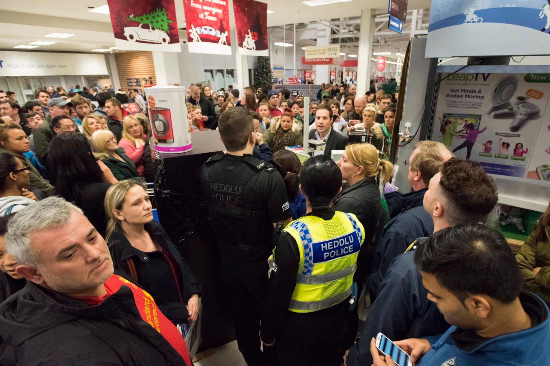 Black Friday Germany Black Friday Sale Madness At Cardiff Tesco Wales Online