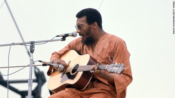 American folk singer Richie Havens performs onstage at Woodstock Music in Bethel, New York, on August 15, 1969.