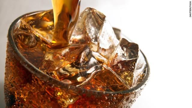 Los refrescos de dieta son tan perjudiciales como los regulares, según expertos