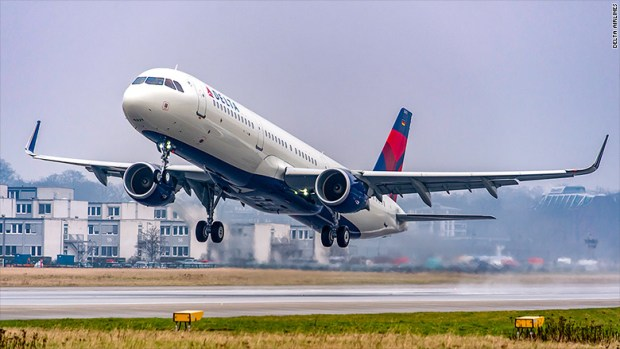 delta airlines take off