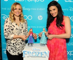 """... and Kristen Bell Receive """"Frozen"""" Inspired Dolls at D23 Expo 2013"""