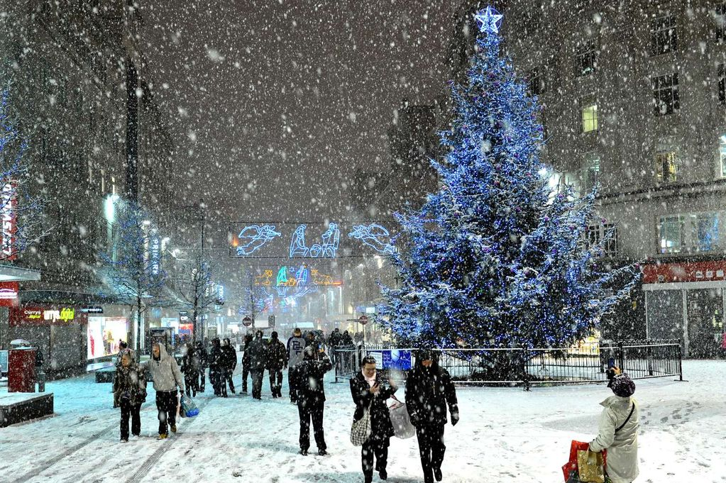 Beautiful Snow Falling Wallpapers Is The First Snow Set To Fall On Merseyside Tonight