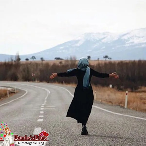 Animated Lonely Girl Wallpapers Hijabi Girl On The Road