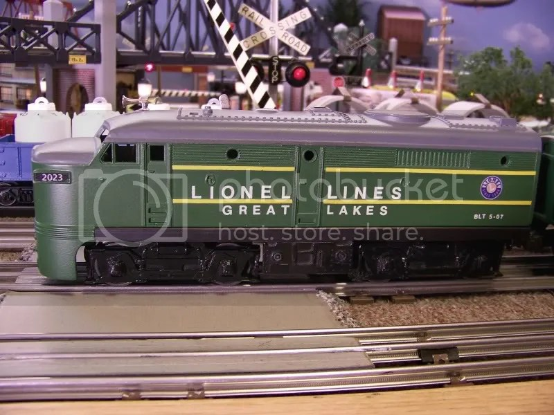 New videos of my small Lionel Postwar 027 Layout - Classic Toy