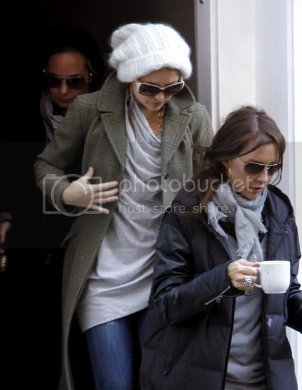 Kate Hudson casual winter outfit in NYC - Jan 4th, 2009