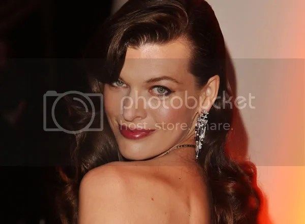 Milla Jovovich wears 1940s-inspired mermaid waves