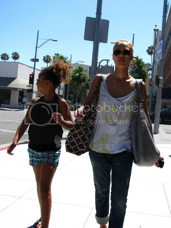 Jessica Alba goes blonde: July 2009