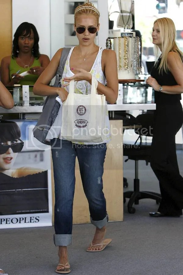 Jessica Alba goes blonde: July 2009