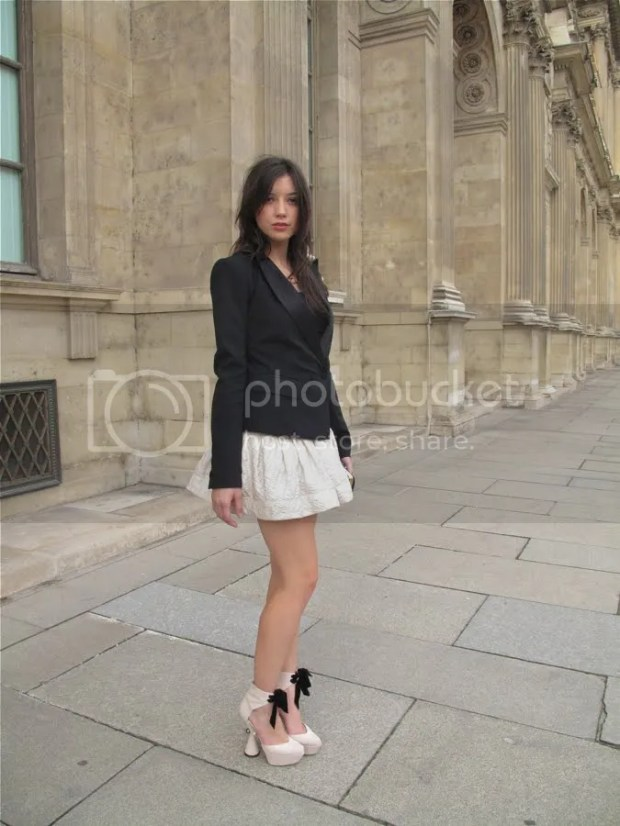 Daisy Lowe: street style, Paris Fashion Week