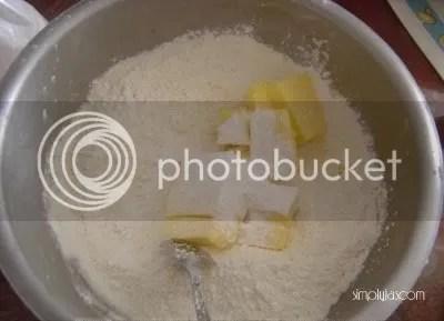 mix cubes of butter, plain flour, custard powder and salt together.