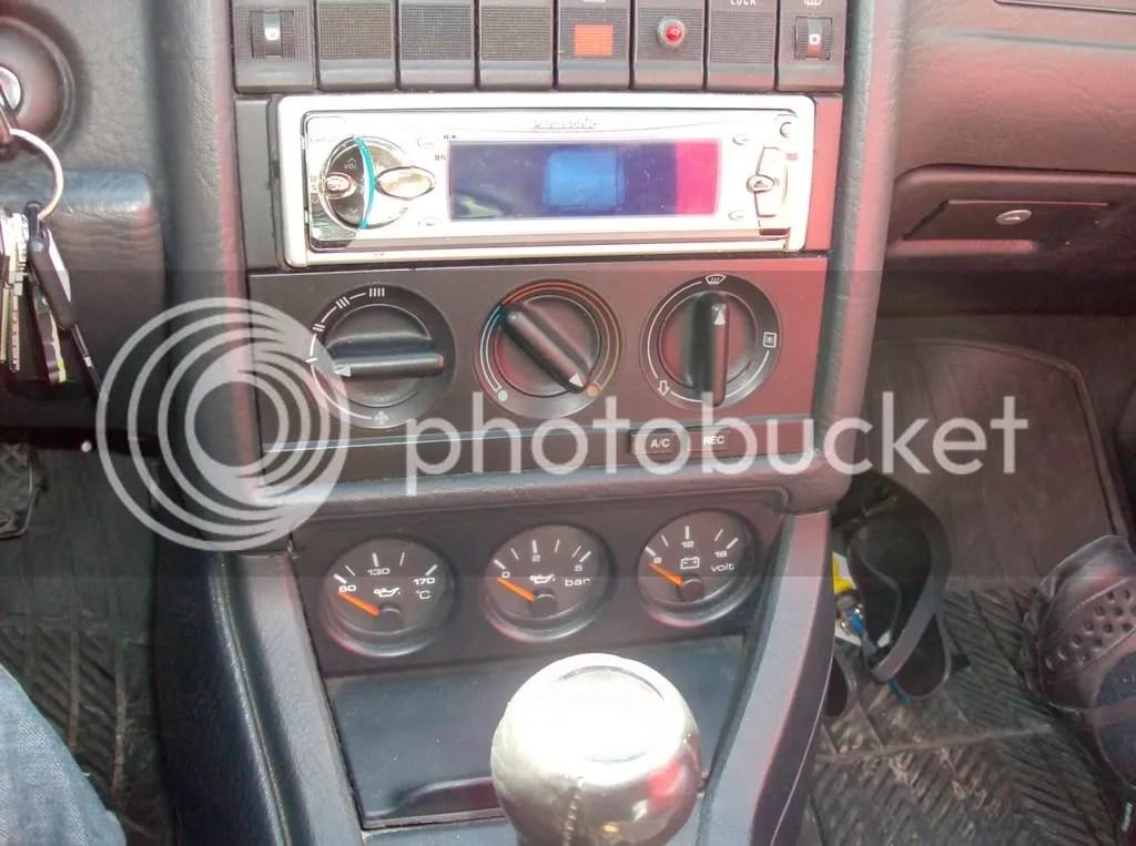 Fourtitude - Audi 90 B4 gauge wiring