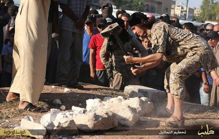 Isis destroy Palmyra statues