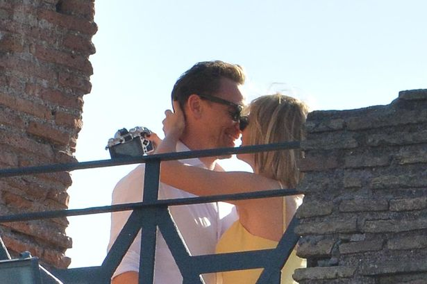 Tom Hiddleston Wallpaper Quote Tom Hiddleston Kisses Taylor Swift In Italy As Twitter