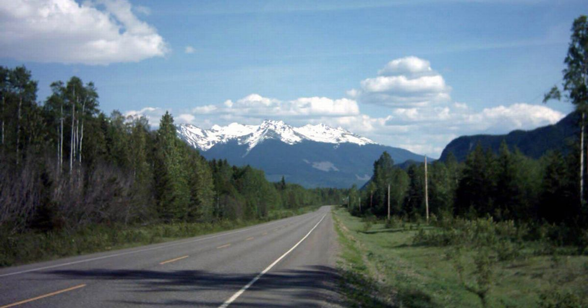 Cheap Desk Highway 16: Serial Killer Being Hunted In Canada After 40