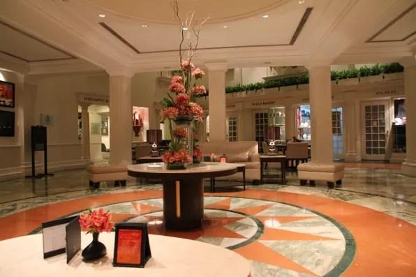 Claridges Hotel New Delhi lobby