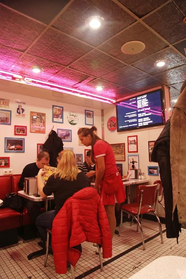 Diners at Starlite Diner, Moscow