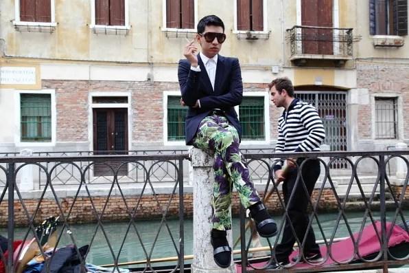 Venetian gondolier at Sestiere Santa Croce, Venezia
