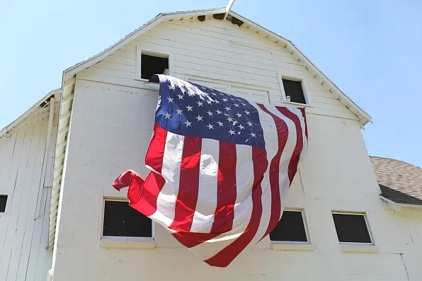 Barnhouse with an American flag