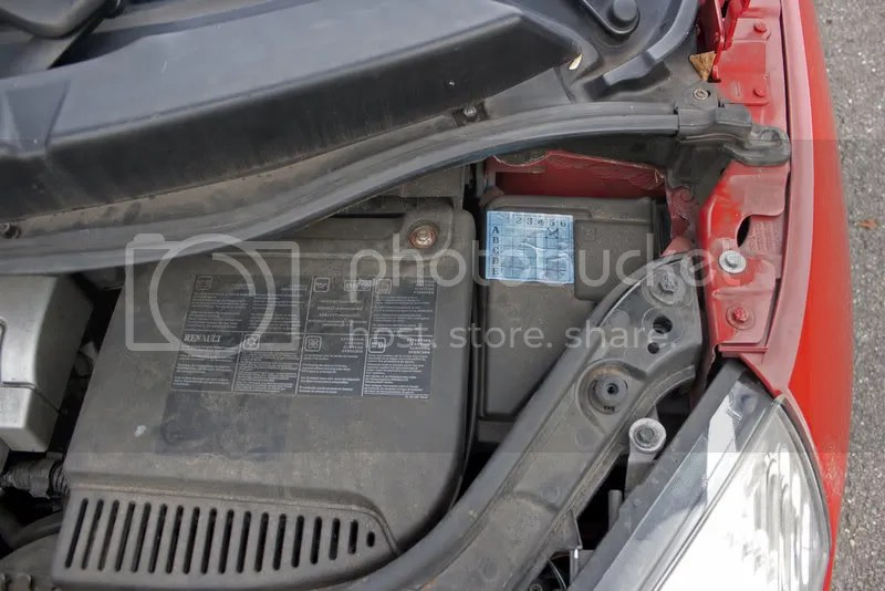 Scenic II Under Bonnet Fuse Box Access - with Pics - Renault Forums