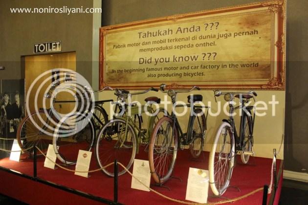 photo koleksi sepeda museum angkut_zpsz8d1plqk.jpg
